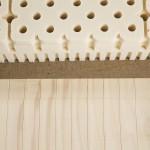 Am Bild die Naturlatexmatratze Elky mit der Rosskastanienmatte. Die Rosskastanienmatte befindet sich im Inneren der Matratze.