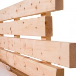 Am Bild das Kopfteil des Zirbenholzbettes Exklusive 100 aus massiven Zirbenholz.