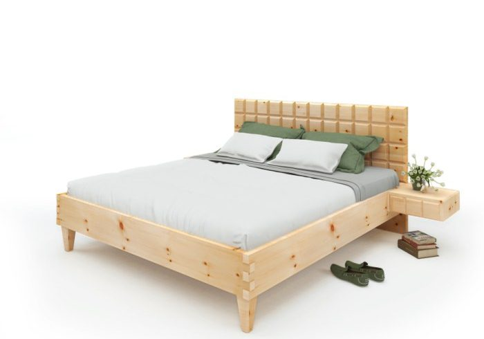 Am Bild zusehen das Zirbenholzbett Quader-Design. Auch die angebauten Zirbenholznachtkästchen sind in dieser Ausführung
