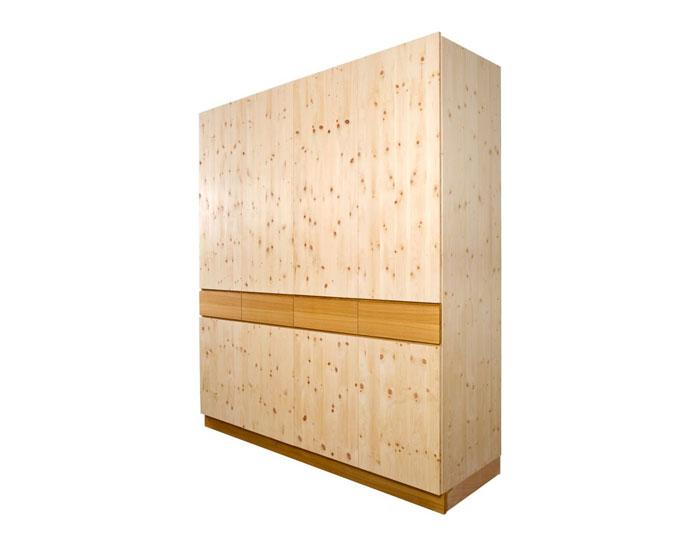 Am Bild der Zirbenholzkasten K3 aus hochalpinen Zirbenholz